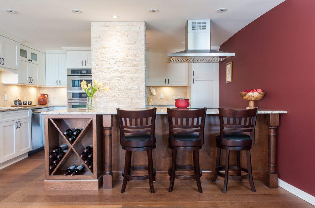 Modern Home Victoria & Functional Kitchen Design Modernizes \u002780s Waterfront Condo